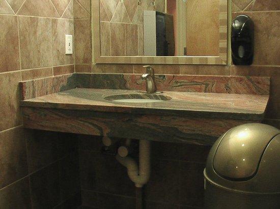 Sugar Cane : bathroom