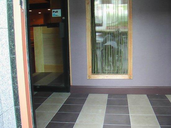 Sugar Cane : entrance vestibule
