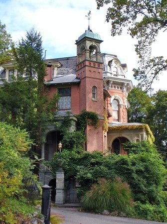 Harry Packer Mansion Inn: Viewed from the Asa Packer Mansion
