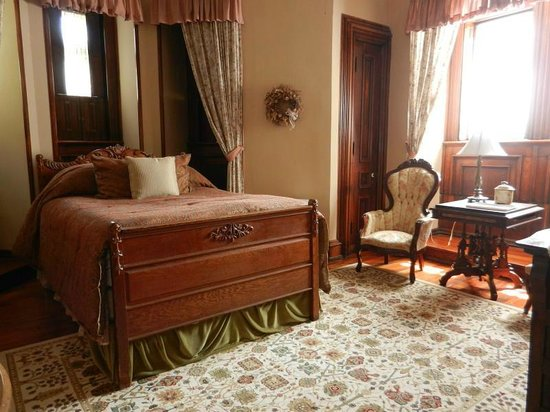 Harry Packer Mansion Inn: One of our beautifully appointed guest rooms