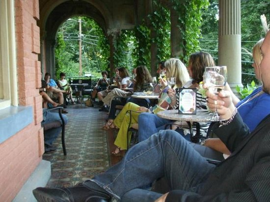 Harry Packer Mansion Inn: Wine tasting anyone?