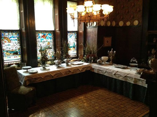 Harry Packer Mansion Inn: Amazing detail everywhere you look
