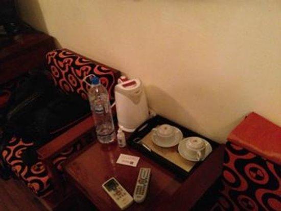 Hanoi Symphony Hotel: Столик