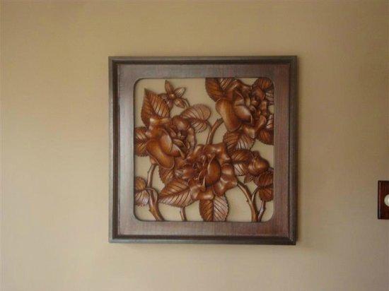 Haitian Gallery : Beautiful wood sculpture of Roses