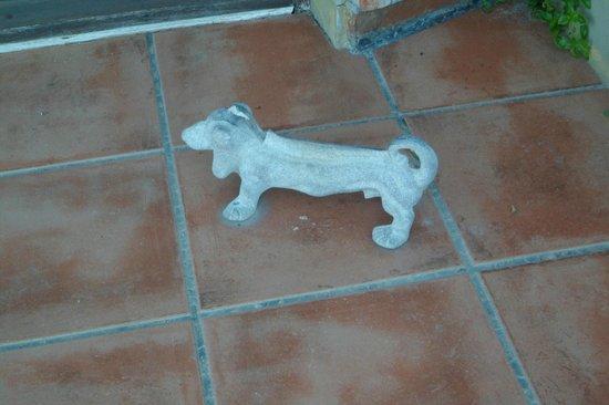 Terrazas de la Pedrera APT Hotel: Muy gracioso el perrito que está en la entrada para limpiarse los zapatos ja