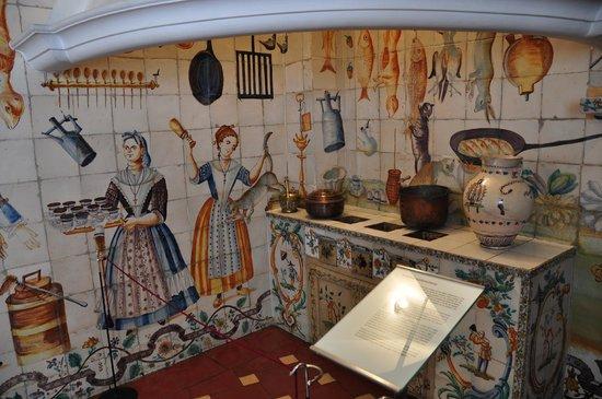 Museo Nacional de Artes Decorativas : cocina valenciana dentro del museo