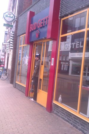 Bud Gett Hostels : Entrance