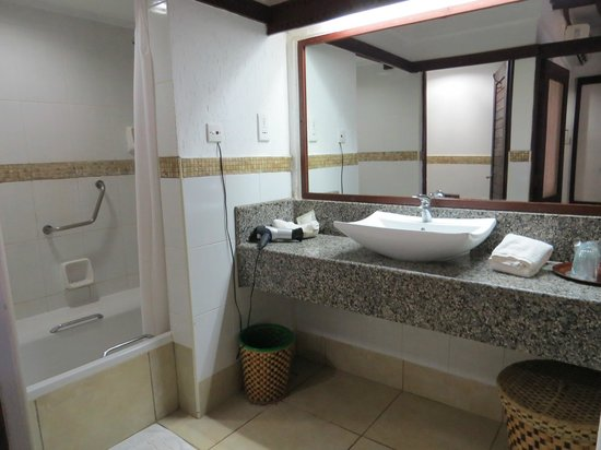Jacaranda Indian Ocean Beach Resort: salle de bains