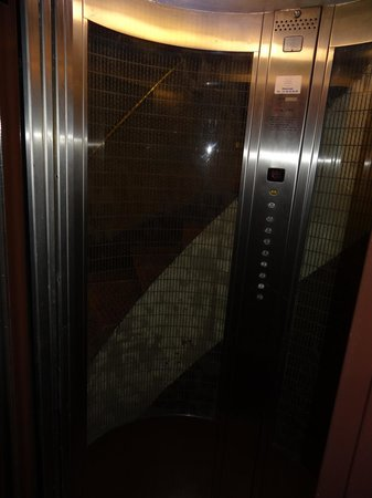 Hotel Bellevue : lift