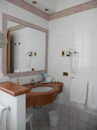 Hotel Abano Terme Cristoforo: bagno camera 519