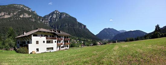 Hotel Cauriol: La posizione nella valle di Fiemme