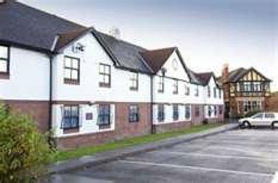 Premier Inn Manchester Airport (Heald Green) Hotel