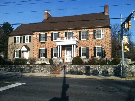 Historic Smithton Inn: Front of hotel