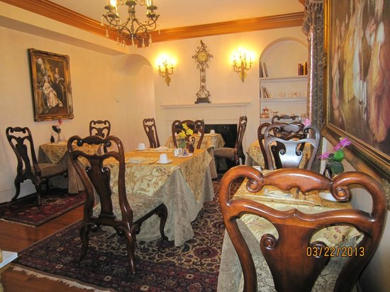 1840s Carrollton Inn: Breakfast diningroom