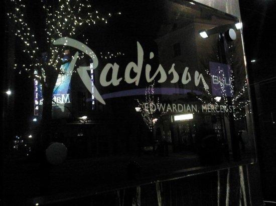 Radisson Blu Edwardian Mercer Street Hotel: entrada al hotel