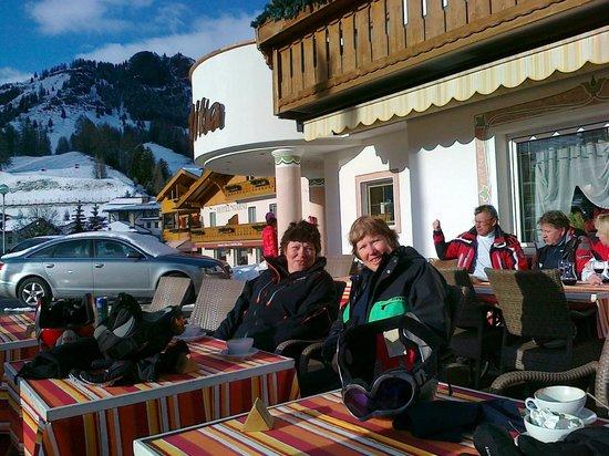 Hotel Malita: Nach Skifahren kommt ein Cappucino gut an