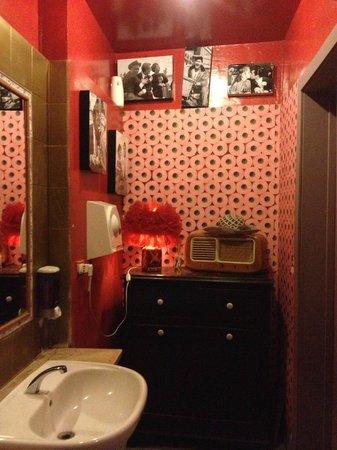 Banheiro com uma decora o descolada de pap is higi nicos picture of cantina cucina rome - Cucina e cantina ...