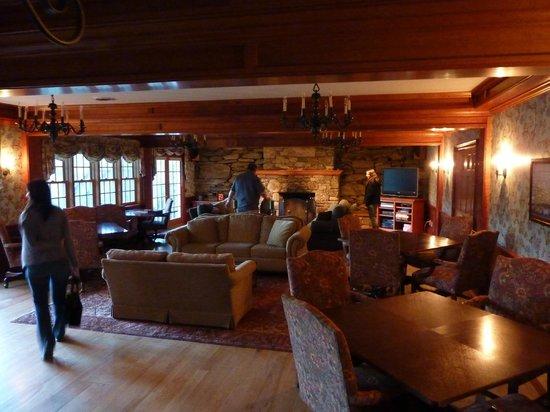 Windham Hill Inn: den