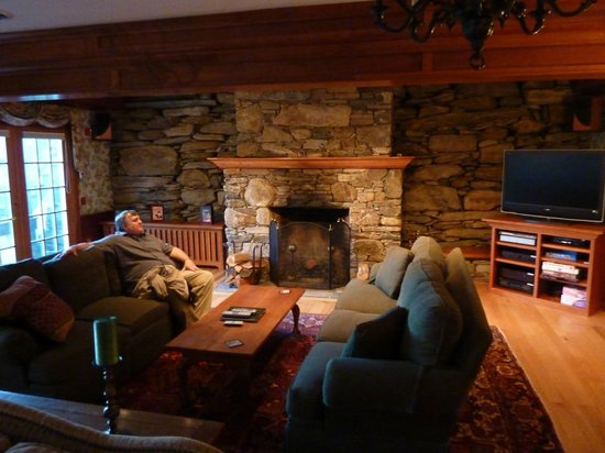 Windham Hill Inn: the den in the barn anex