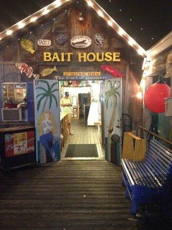 Bait House: entrance thru the bait shop