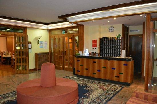 Hotel Excelsior: Reception