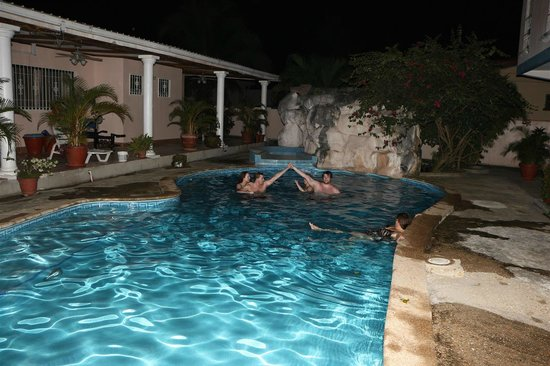 Villa San Juan: Enjoying the pool
