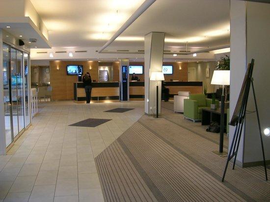 Novotel Luxembourg Kirchberg: Hall d'entrée