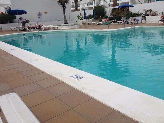 Apartamentos THe Oasis: main pool