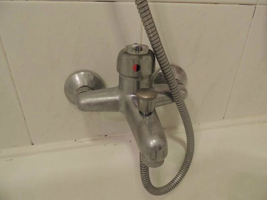 Hotel Garibaldi: Bathtub faucet