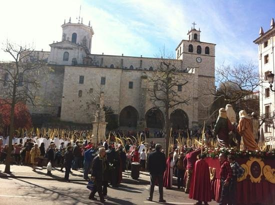 Cathedral Santander : Palm Sunday procession and sermon