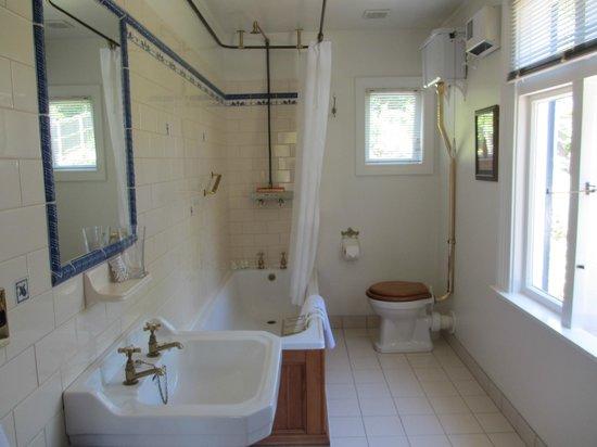 Beaufort House Akaroa: La salle de bain décoré à l'ancienne