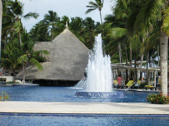 Barcelo Bavaro Palace: Swim up pool bar