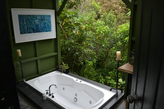 Wairua Lodge - The Hidden River Valley: The definition of a honeymoon: bath looking over the creek below