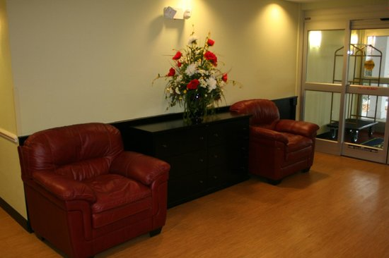 MainStay Suites Camp Lejeune: Lobby
