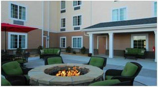 MainStay Suites Camp Lejeune: Back Patio Area