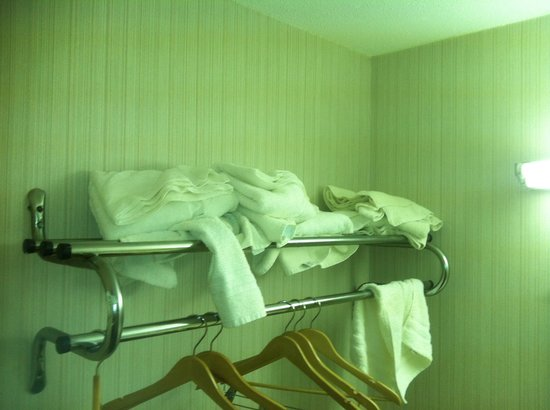 Red Roof Inn & Suites Battle Creek: Towels