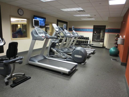 Hampton Inn & Suites St. Louis/South I-55: Fitness Center (Complimentary Ear buds located in this area)