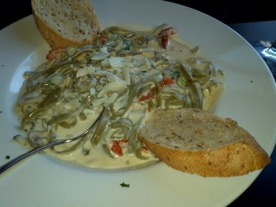 Highline Coffeehouse & Cafe: Spinich fettuccini with shrimp in alfrado sauce