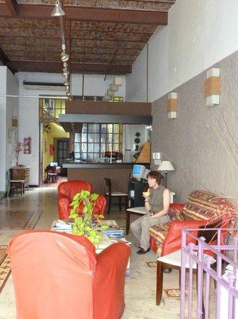 Chez Seb Buenos Aires: grande salle d'accueil et petit déjeuner