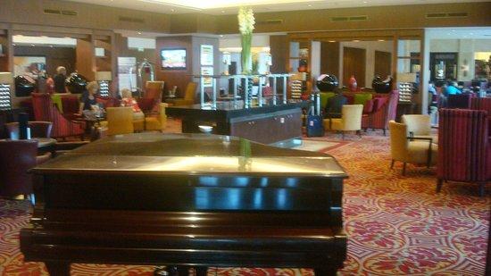 โรงแรมบูดาเปสท์ แมริอ็อต: Lobby Marriot Budapest