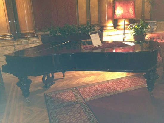 Grand Hotel Plaza: pianoforte