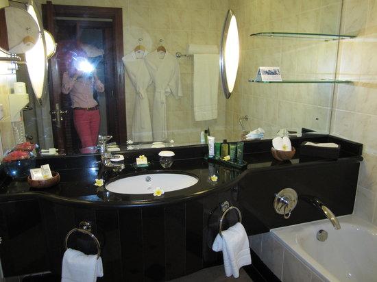 Hilton Mauritius Resort & Spa: Salle de bains élégante