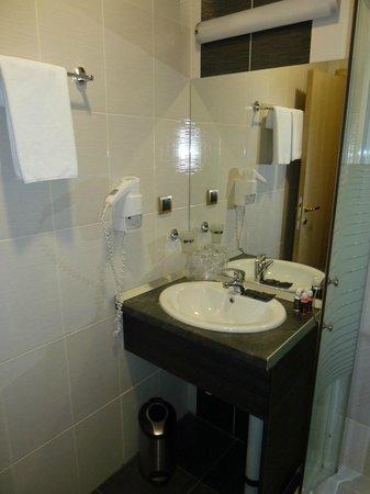 Belgrade City Hotel: Room 1 - bathroom