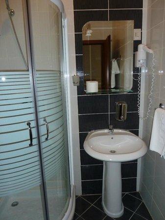Belgrade City Hotel: Room 2 - bathroom