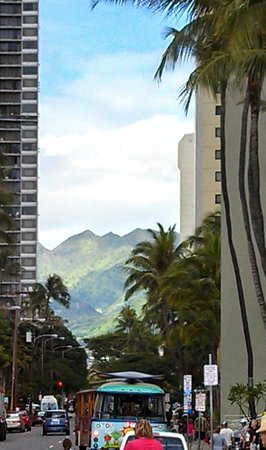 Hyatt Place Waikiki Beach: Outside of hotel on Paoakalani