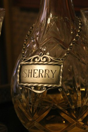 Peabody House: Sherry left in the room