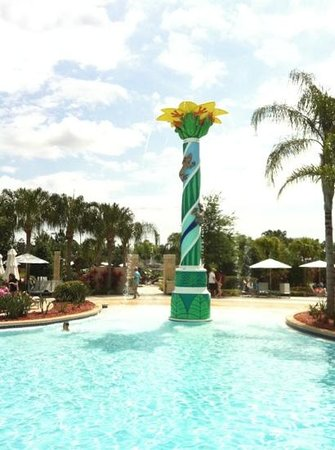 Hilton Orlando: beautiful outdoor grounds