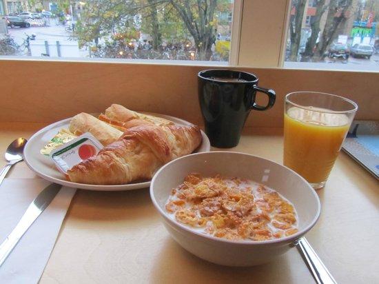 Stationroomz: Good breakfast