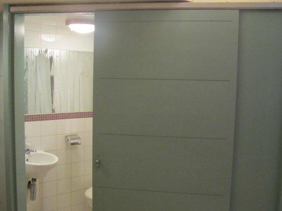 Stationroomz : adequate en-suite