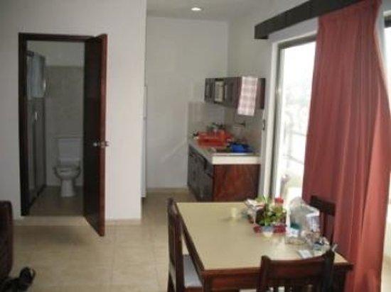 Playa Linda Hotel : Dining Room & Kitchen